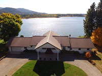 4 bedroom 3 bath waterfront home with 163 of frontage on the Pend Oreille River